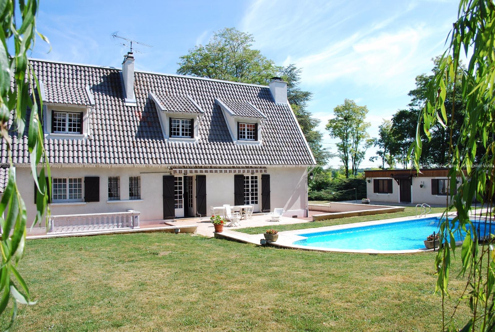 vente Maison familiale avec jardin et piscine