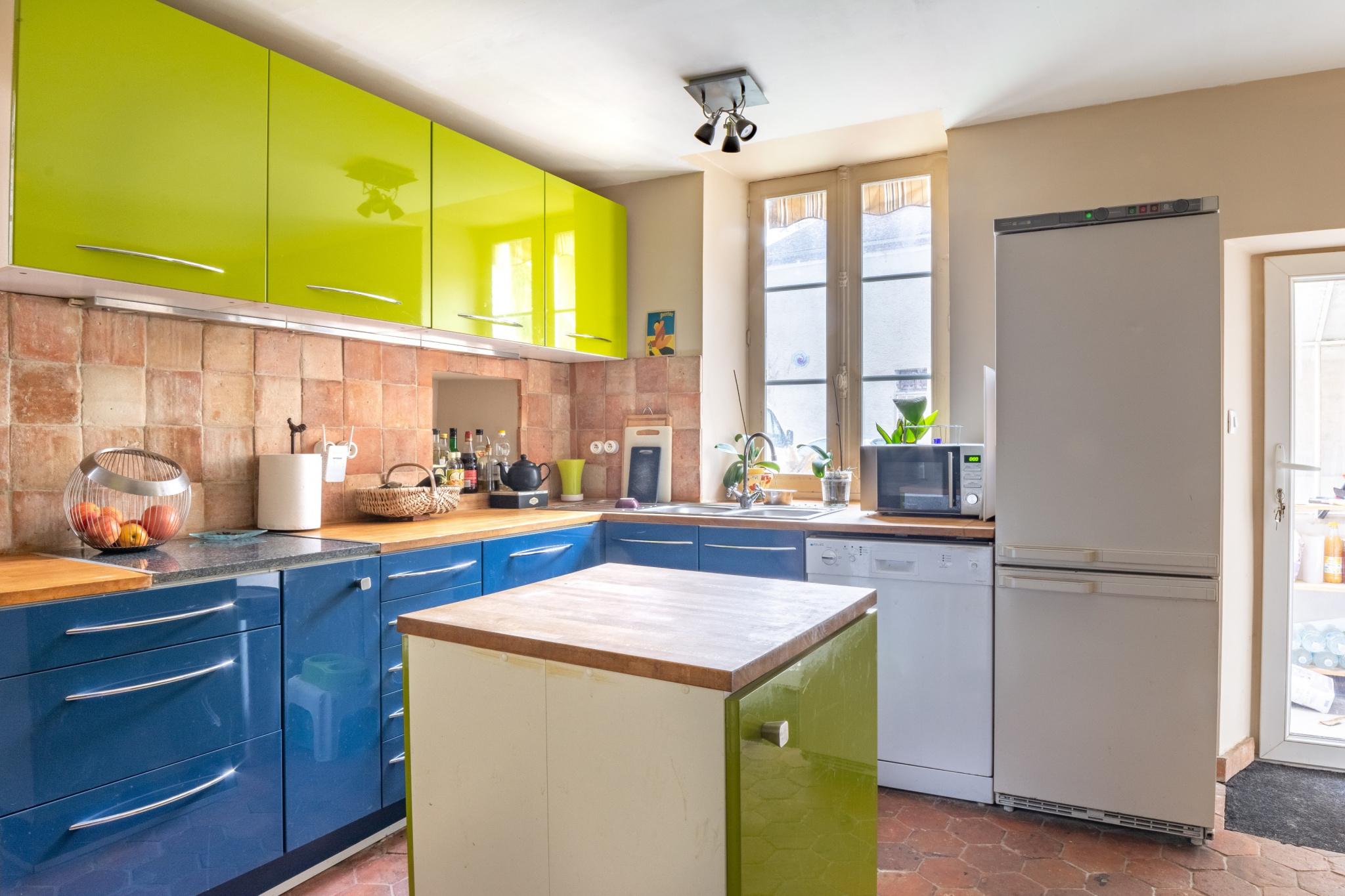 vente maison ancienne avec terrasse et jardin clos. Black Bedroom Furniture Sets. Home Design Ideas